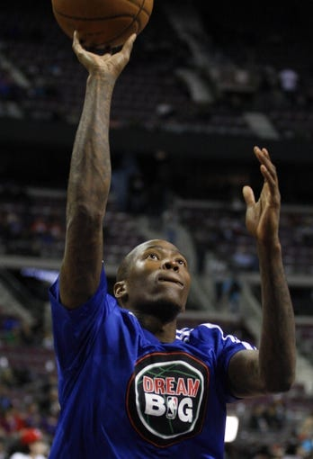 Jan 20, 2014; Auburn Hills, MI, USA; Los Angeles Clippers shooting guard Jamal Crawford (11) warms up before the game against the Detroit Pistons at The Palace of Auburn Hills. Clippers beat the Pistons 112-103. Mandatory Credit: Raj Mehta-USA TODAY Sports