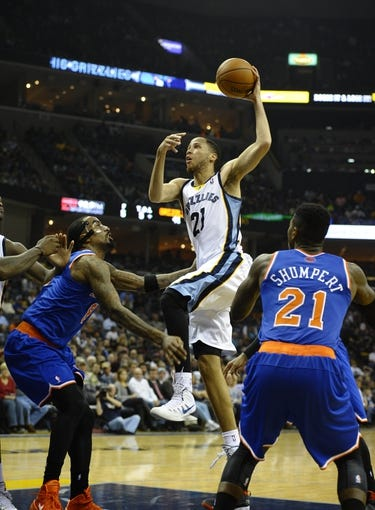 Feb 18, 2014; Memphis, TN, USA; Memphis Grizzlies small forward Tayshaun Prince (21) shoots over New York Knicks shooting guard J.R. Smith (8) at FedExForum. Mandatory Credit: Justin Ford-USA TODAY Sports