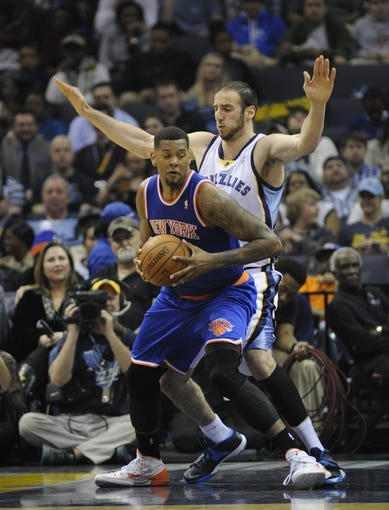 Feb 18, 2014; Memphis, TN, USA; New York Knicks power forward Jeremy Tyler (4) spins around Memphis Grizzlies center Kosta Koufos (41) during the second quarter at FedExForum. Mandatory Credit: Justin Ford-USA TODAY Sports