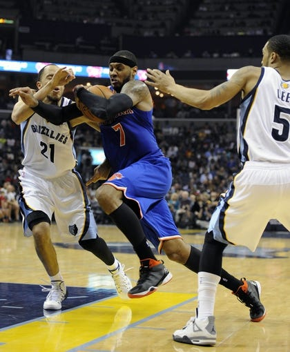 Feb 18, 2014; Memphis, TN, USA; New York Knicks small forward Carmelo Anthony (7) drives to the basket against Memphis Grizzlies small forward Tayshaun Prince (21) during the game at FedExForum. Memphis Grizzlies beat New York Knicks 98 - 93. Mandatory Credit: Justin Ford-USA TODAY Sports