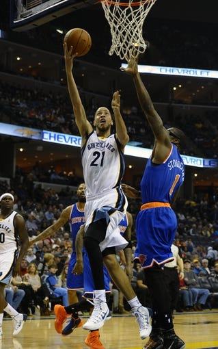Feb 18, 2014; Memphis, TN, USA; Memphis Grizzlies small forward Tayshaun Prince (21) lays the ball up against New York Knicks power forward Amar'e Stoudemire (1) during the game at FedExForum. Memphis Grizzlies beat New York Knicks 98 - 93. Mandatory Credit: Justin Ford-USA TODAY Sports