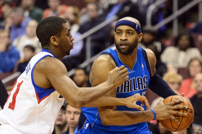 Feb 21, 2014; Philadelphia, PA, USA; Dallas Mavericks guard Vince Carter (25) is defended by Philadelphia 76ers forward Hollis Thompson (31) during the third quarter at the Wells Fargo Center. The Mavericks defeated the Sixers 124-112. Mandatory Credit: Howard Smith-USA TODAY Sports
