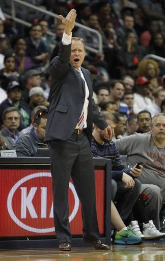 Feb 25, 2014; Atlanta, GA, USA; Atlanta Hawks head coach Mike Budenholzer coaches against the Chicago Bulls in the third quarter at Philips Arena. Mandatory Credit: Brett Davis-USA TODAY Sports