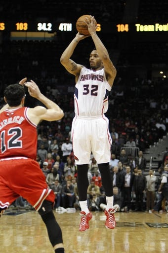 Feb 25, 2014; Atlanta, GA, USA; Atlanta Hawks power forward Mike Scott (32) shoots the ball against the Chicago Bulls in the fourth quarter at Philips Arena. The Bulls defeated the Hawks 107-103. Mandatory Credit: Brett Davis-USA TODAY Sports