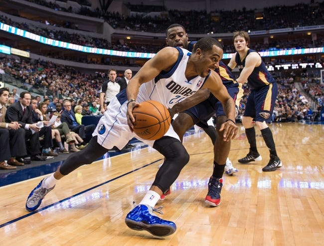 Feb 26, 2014; Dallas, TX, USA; Dallas Mavericks shooting guard Wayne Ellington (21) drives to the basket against the New Orleans Pelicans at the American Airlines Center. The Mavericks defeated the Pelicans 108-89. Mandatory Credit: Jerome Miron-USA TODAY Sports