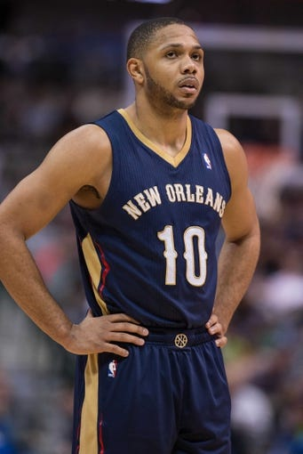 Feb 26, 2014; Dallas, TX, USA; New Orleans Pelicans shooting guard Eric Gordon (10) during the game against the Dallas Mavericks at the American Airlines Center. The Mavericks defeated the Pelicans 108-89. Mandatory Credit: Jerome Miron-USA TODAY Sports