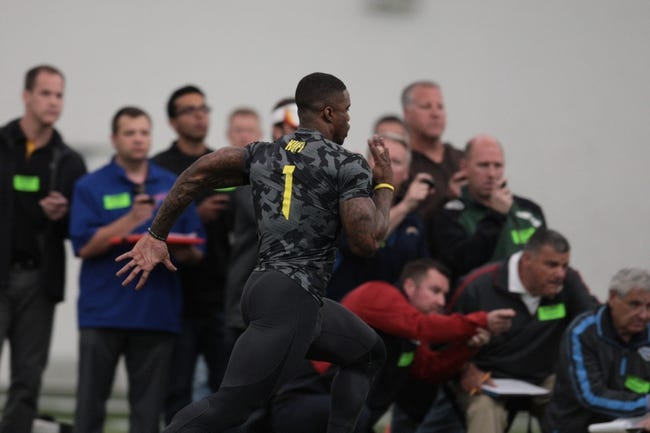 Mar 13, 2014; Eugene, OR, USA; Oregon Ducks Josh Huff works out in front of NFL scouts at Moshofsky Center. Mandatory Credit: Scott Olmos-USA TODAY Sports
