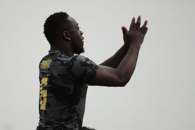 Mar 13, 2014; Eugene, OR, USA; Oregon Ducks running back De   Anthony Thomas works out in front of NFL scouts at the Moshofsky Center. Mandatory Credit: Scott Olmos-USA TODAY Sports
