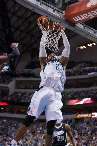 Mar 29, 2014; Dallas, TX, USA; Dallas Mavericks guard Vince Carter (25) dunks the ball during the first half Sacramento Kings at the American Airlines Center. Mandatory Credit: Jerome Miron-USA TODAY Sports