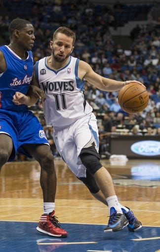 Mar 31, 2014; Minneapolis, MN, USA; Minnesota Timberwolves guard J.J. Barea (11) drives to the basket past Los Angeles Clippers guard Darren Collison (2) in the second half at Target Center. The Clippers won 114-104. Mandatory Credit: Jesse Johnson-USA TODAY Sports