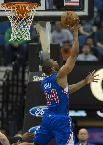 Mar 31, 2014; Minneapolis, MN, USA; Los Angeles Clippers guard Willie Green (34) goes up for a layup in the second half against the Minnesota Timberwolves at Target Center. The Clippers won 114-104. Mandatory Credit: Jesse Johnson-USA TODAY Sports
