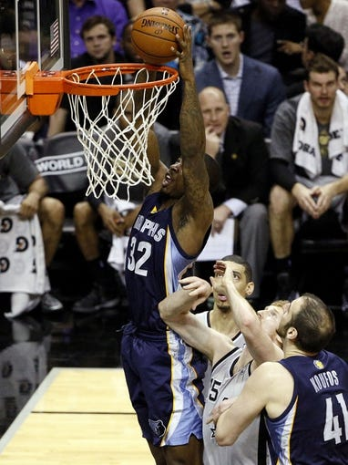 Apr 6, 2014; San Antonio, TX, USA; Memphis Grizzlies forward Ed Davis (32) dunks the ball during the second half against the San Antonio Spurs at AT&T Center. The Spurs won 112-92. Mandatory Credit: Soobum Im-USA TODAY Sports