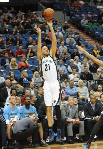 Apr 2, 2014; Minneapolis, MN, USA;  Memphis Grizzlies forward Tayshaun Prince (21) takes a shot in the first half against the Minnesota Timberwolves at Target Center. The Wolves defeated the Grizzlies 102-88.  Mandatory Credit: Marilyn Indahl-USA TODAY Sports