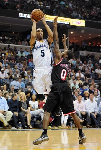 Apr 9, 2014; Memphis, TN, USA; Memphis Grizzlies guard Courtney Lee (5) shoots over Miami Heat guard Toney Douglas (0) during the game at FedExForum. Mandatory Credit: Justin Ford-USA TODAY Sports