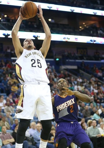 Apr 9, 2014; New Orleans, LA, USA; New Orleans Pelicans guard Austin Rivers (25) shoots the ball in front of Phoenix Suns guard Eric Bledsoe (2) in the second half at the Smoothie King Center. The Suns won 94-88. Mandatory Credit: Crystal LoGiudice-USA TODAY Sports