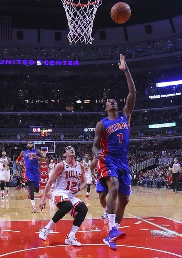 Apr 11, 2014; Chicago, IL, USA; Detroit Pistons guard Brandon Jennings (7) scores past Chicago Bulls guard Kirk Hinrich (12) during the first half at the United Center. Mandatory Credit: Dennis Wierzbicki-USA TODAY Sports