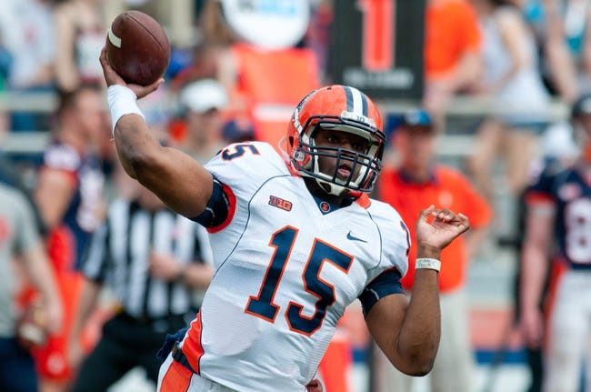 Apr 12, 2014; Champaign, IL, USA; Illinois Fighting Illini quarterback Aaron Bailey (15) throws the ball during the second quarter of the spring game at Memorial Stadium. Mandatory Credit: Bradley Leeb-USA TODAY Sports