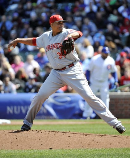 Apr 18, 2014; Chicago, IL, USA; Cincinnati Reds starting pitcher Alfredo Simon (31) pitches against the Chicago Cubs during the first inning at Wrigley Field. Mandatory Credit: David Banks-USA TODAY Sports