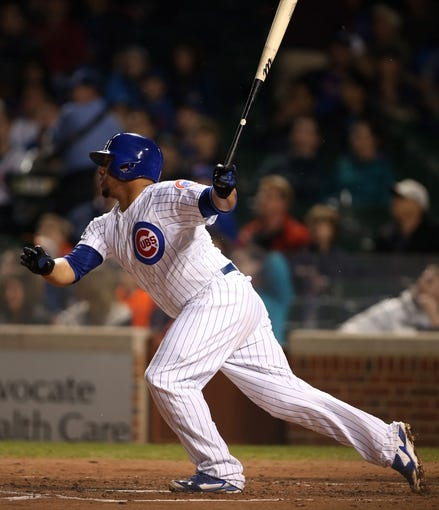Apr 21, 2014; Chicago, IL, USA; Chicago Cubs catcher Welington Castillo hits a RBI single against the Arizona Diamondbacks during the second inning at Wrigley Field. Mandatory Credit: Jerry Lai-USA TODAY Sports