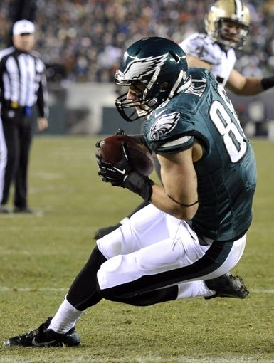 Jan 4, 2014; Philadelphia, PA, USA; Philadelphia Eagles tight end Zach Ertz (86) scores a touchdown against the New Orleans Saints during the second half of the 2013 NFC wild card playoff football game at Lincoln Financial Field. Mandatory Credit: Joe Camporeale-USA TODAY Sports