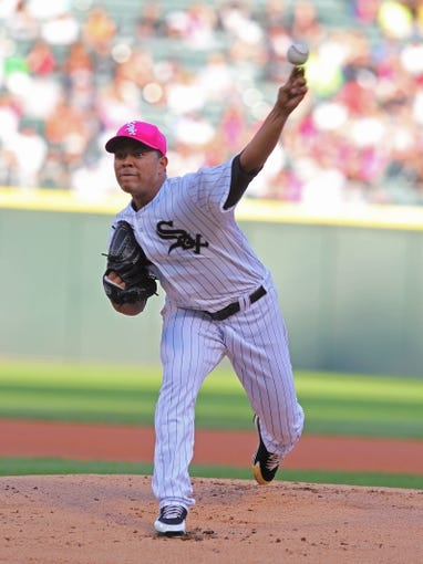 May 10, 2014; Chicago, IL, USA; Chicago White Sox starting pitcher Jose Quintana (62) delivers a pitch during the first inning against the Arizona Diamondbacks at U.S Cellular Field. Mandatory Credit: Dennis Wierzbicki-USA TODAY Sports