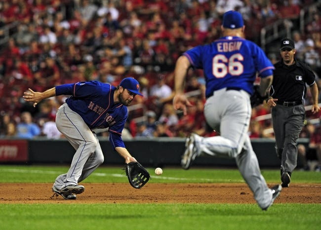 Jun 16, 2014; St. Louis, MO, USA; New York Mets first baseman Lucas Duda (21) fields a ground ball hit by St. Louis Cardinals second baseman Kolten Wong (not pictured) during the eighth inning at Busch Stadium. The Cardinals defeated the Mets 6-2. Mandatory Credit: Jeff Curry-USA TODAY Sports