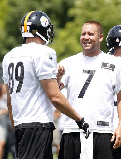 Jun 17, 2014; Pittsburgh, PA, USA; Pittsburgh Steelers tight end Matt Spaeth (89) and quarterback Ben Roethlisberger (7) talk between drills during minicamp at the UPMC Sports Performance Complex. Mandatory Credit: Charles LeClaire-USA TODAY Sports