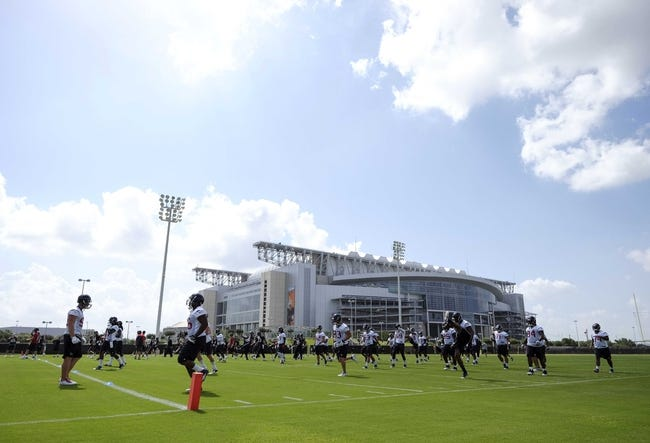 Jun 17, 2014; Houston, TX, USA; A general view as the Houston Texans warm up during mini camp at Houston Methodist Training Center. Mandatory Credit: Andrew Richardson-USA TODAY Sports