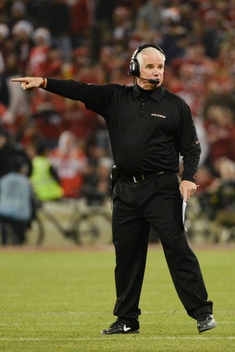 December 23, 2013; San Francisco, CA, USA; Atlanta Falcons head coach Mike Smith instructs during the fourth quarter against the San Francisco 49ers in the final regular season game at Candlestick Park. The 49ers defeated the Falcons 34-24. Mandatory Credit: Kyle Terada-USA TODAY Sports