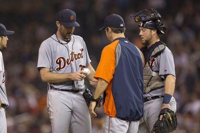 Aug 23, 2014; Minneapolis, MN, USA; Detroit Tigers manager Brad Ausmus pulls starting pitcher Justin Verlander (35) from the game in the sixth inning against the Minnesota Twins at Target Field. Mandatory Credit: Jesse Johnson-USA TODAY Sports