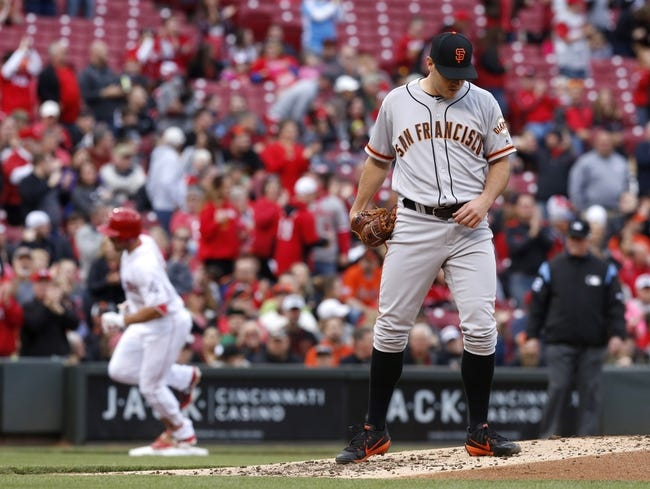 Cozart's clutch hit helps Reds top Giants, 3-2
