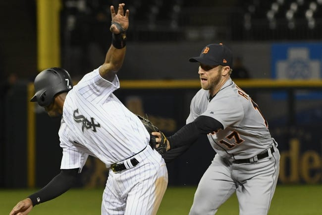 Farmer leads Tigers past White Sox for doubleheader split