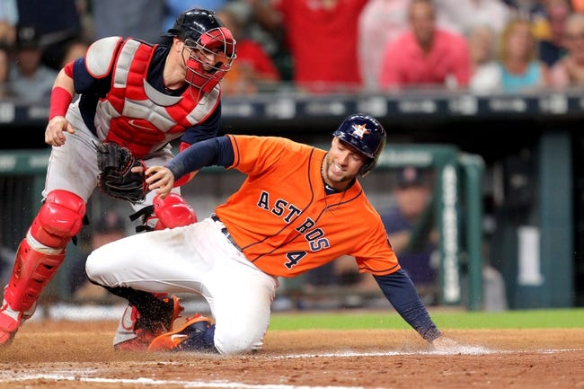 Betts homers in 8th inning, sends Red Sox past Astros 2-1