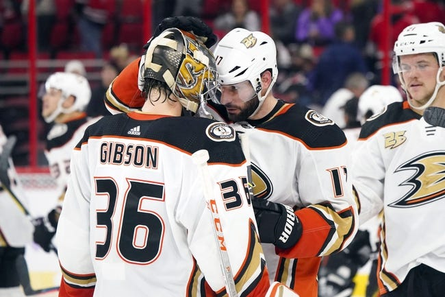 NHL | Carolina Hurricanes (12-11-4) at Anaheim Ducks (15-10-5)