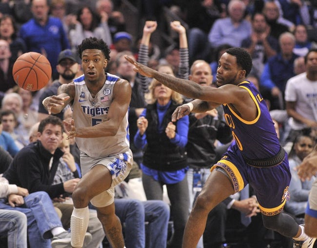 NCAA BB | Memphis at East Carolina