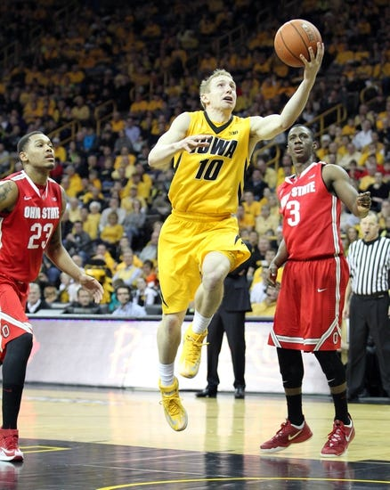 Iowa Hawkeyes vs. Northwestern Wildcats - 1/31/16 College Basketball Pick, Odds, and Prediction