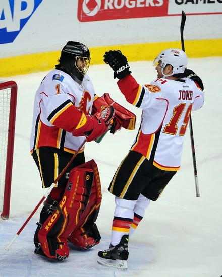 NHL | Calgary Flames (46-30-7) at Vancouver Canucks (48-30-5)
