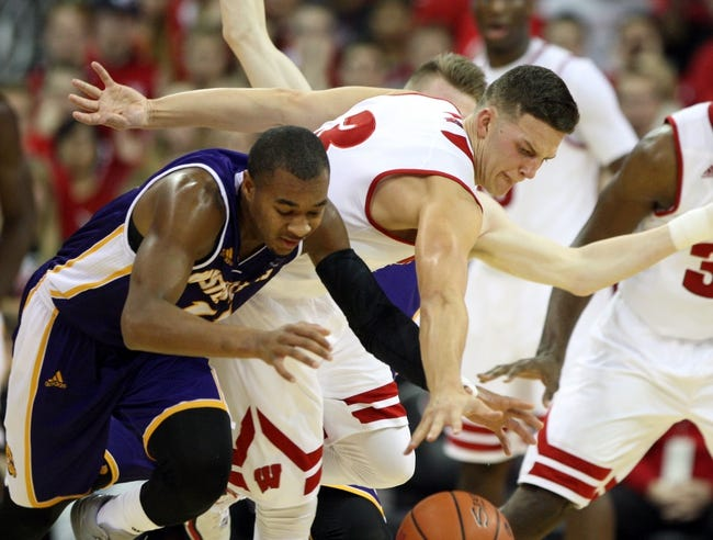 Wisconsin Badgers vs. North Dakota Sioux - 11/17/15 College Basketball Pick, Odds, and Prediction