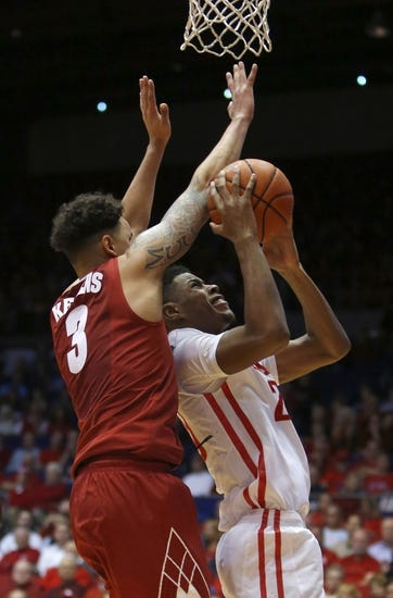 Dayton Flyers vs. Iowa Hawkeyes - 11/26/15 College Basketball Pick, Odds, and Prediction