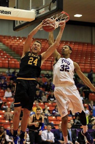Houston Baptist Huskies vs. South Dakota State Jackrabbits - 11/24/15 College Basketball Pick, Odds, and Prediction