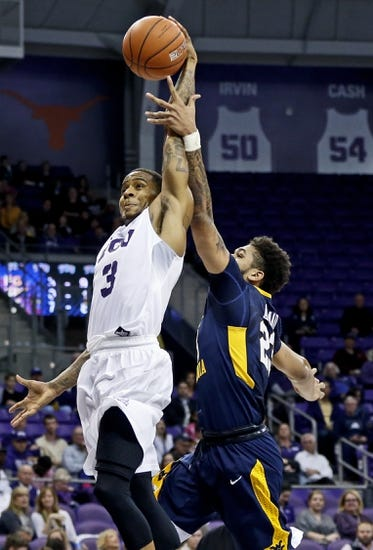 TCU Horned Frogs vs. Texas Longhorns - 1/9/16 College Basketball Pick, Odds, and Prediction