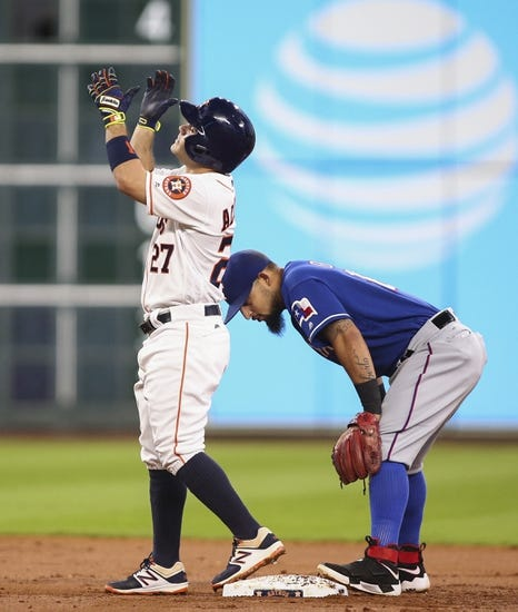 Benches clear after tempers flare in Rangers-Astros game