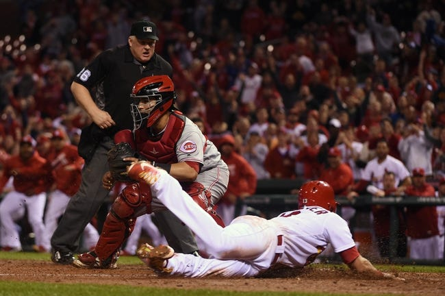 Reds take series against Cardinals with 8-0 win