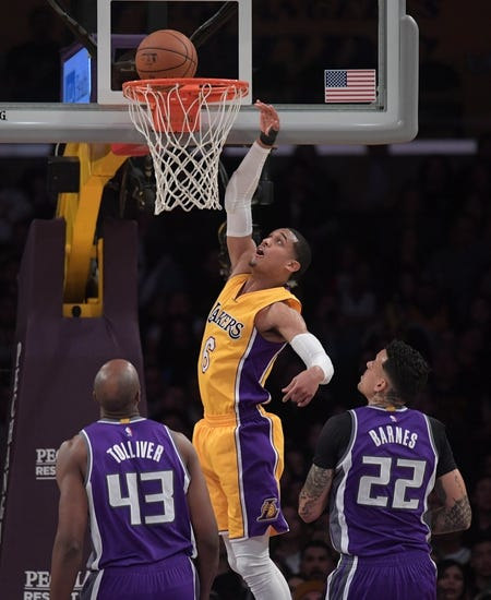 Lakers stretch streak to three with narrow victory over Kings